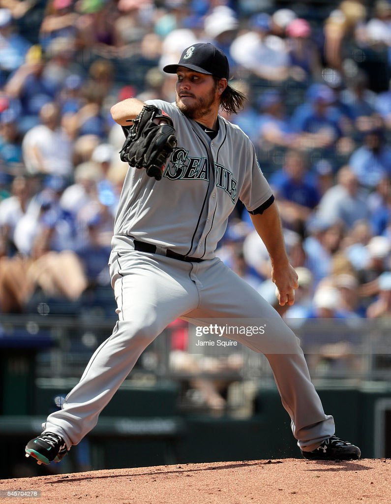Starting pitcher Wade Miley #20 of the Seattle Mariners pitches during the 1st inning of the game against the Kansas City Royals at Kauffman Stadium on July 9, 2016 in Kansas City, Missouri.