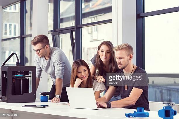 Start-up de negócios, trabalhando em conjunto da