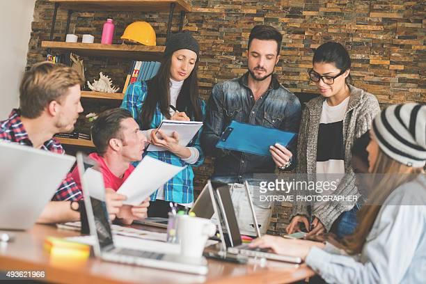 Démarrage bureau avec des collègues de travail
