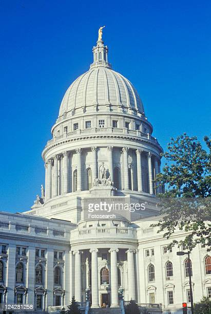 state capitol of wisconsin, madison - staadts,_wisconsin stock pictures, royalty-free photos & images