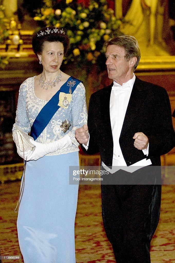 State Diner, State visit of French President Nicolas Sarkozy to England. Nicolas Sarkozy and Carla Bruni Sarkozy are greeted by HRH Queen Elisabeth II and Prince Philip Duke of Windsor in London, United Kingdom on March 26, 2008- : News Photo
