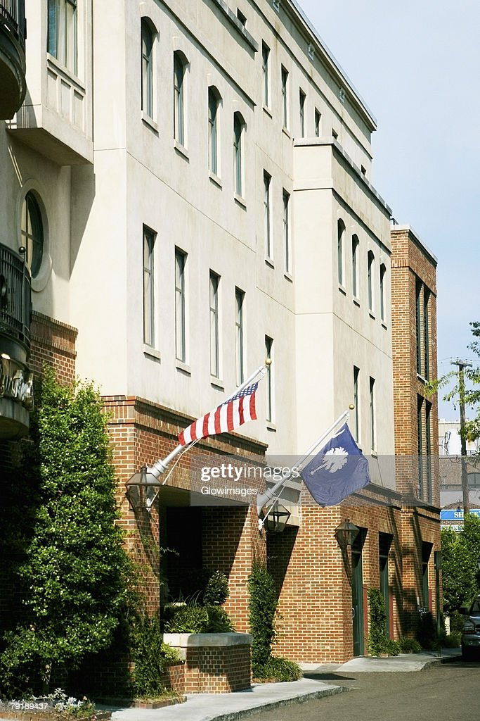 US State Flag and an American Flag hanging on a wall, Charleston, South Carolina, USA : Foto de stock