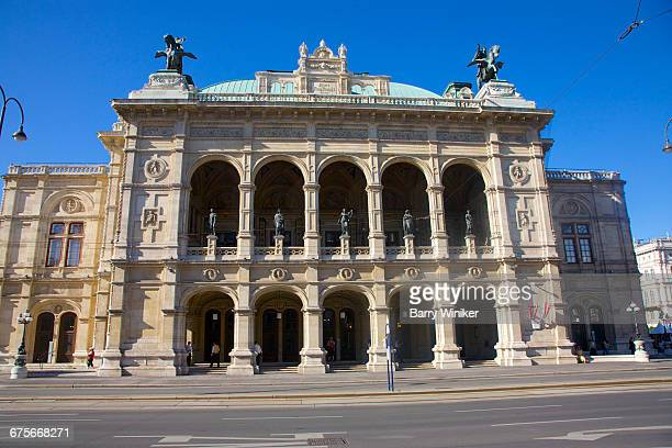 state opera house, vienna, austria - vienna state opera stock pictures, royalty-free photos & images