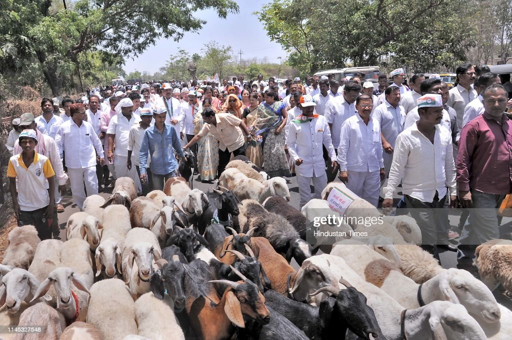 IND: NCP Workers, Farmers Stage Protest In Sangli, Maharashtra