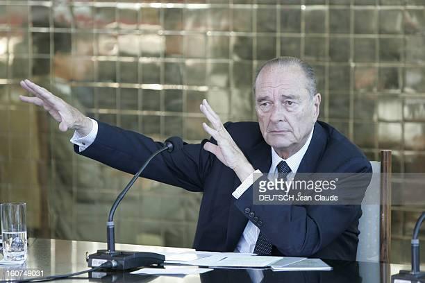State Visit Of Jacques Chirac In Brazil La signature des accords de coopération culturelle et scientifique à Brasilia entre la France et le Brésil...