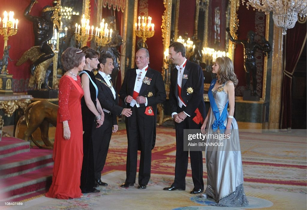 State visit of the French president Nicolas Sarkozy and his wife Carla Sarkozy in Spain ,official ceremony at the Palacio Real with the King Juan Carlos, the queen Sofia of Spain,prince Felipe, Princess Letizia and State diner in Madrid, Spain on April 27 : News Photo