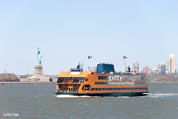 staten island ferry and statue of liberty - staten island ferry stock pictures, royalty-free photos & images