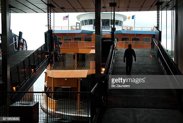 staten island ferry - staten island ferry stock pictures, royalty-free photos & images