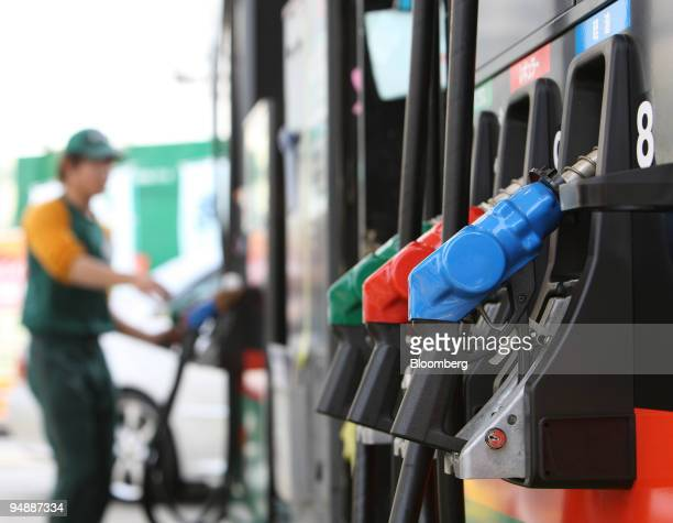 A station attendant works at a Japan Energy Co's Jomo gas station in Tokyo Japan on Friday June 6 2008 The Group of Eight industrialized countries...