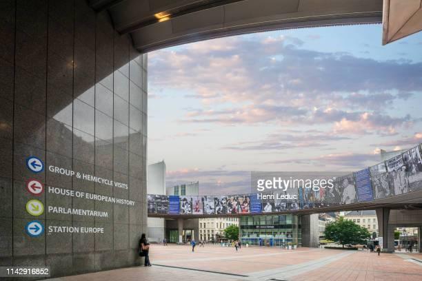 station europe-entrance european institutions-brussel - região da capital - fotografias e filmes do acervo