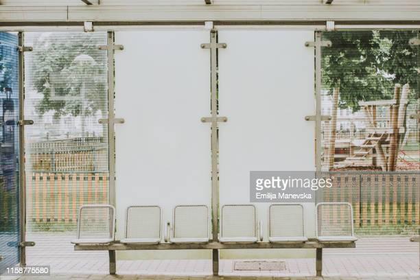 station platform - 地下鉄のプラットホーム ストックフォトと画像