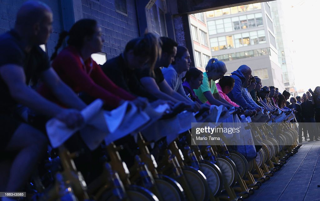 Stationary Bicycles Takeover Manhattan's High Line Park For Charity Group Workout : ニュース写真