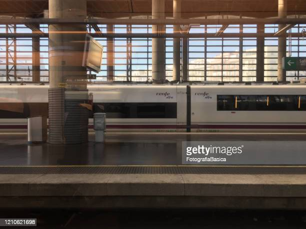 stationary train in platform - alta velocidad espanola stock pictures, royalty-free photos & images