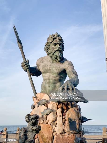 statue against sky - male likeness stock pictures, royalty-free photos & images
