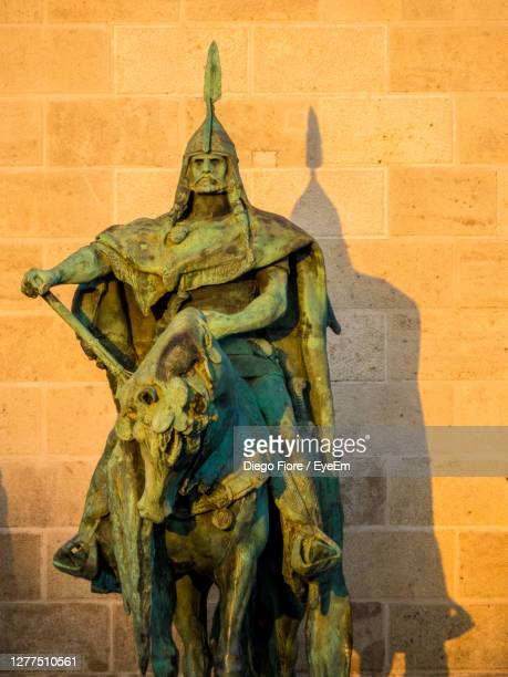 statue against wall of building - hungary stock pictures, royalty-free photos & images