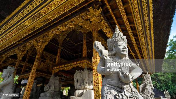statue at tirtha empul temple in bali - shaifulzamri stock pictures, royalty-free photos & images