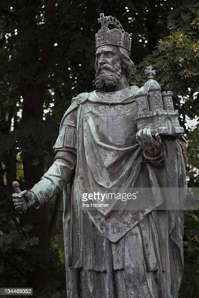 statue, charlemagne, patron of the city, hamburg, germany, europe - charlemagne photos et images de collection
