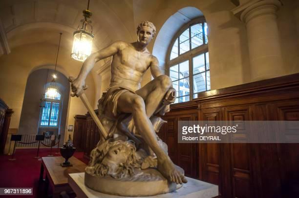 Statue dans un couloir du Sénat le 18 novembre 2014 Paris France
