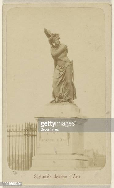 Statue de Jeanne d'Arc. Richou , about 1868, Albumen silver print.