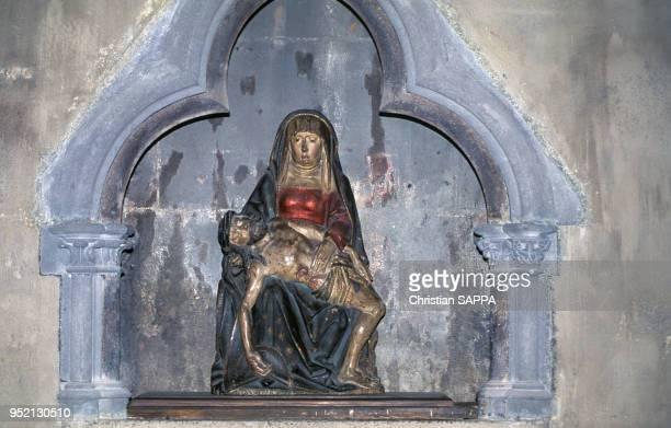 Statue de la cathédrale Notre-Dame-de-l'Assomption de Clermont, à Clermont-Ferrand, en août 1995, dans le Puy-de-Dôme, France.