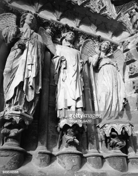 Statue de L'Ange au Sourire sur la façade ouest de la Cathédrale NotreDame de Reims dans la Marne en France