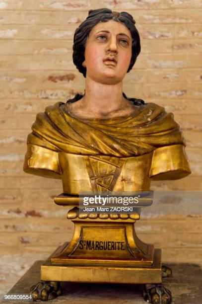 Statue de sainte Marguerite martyre du IIIe siècle et l'une des voix qui s'adressa à Jeanne d'Arc ici dans la basilique Saint Sernin basilique romane...