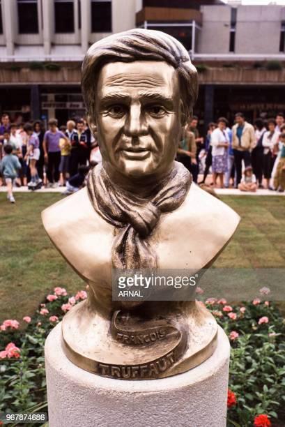 Statue du metteur en scène François Truffaut inaugurée le 28 mai 1988 à SaintGratien France