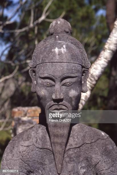 Statue d'un gardien du tombeau Imperial de Tu Duc a Hue Viet Nam