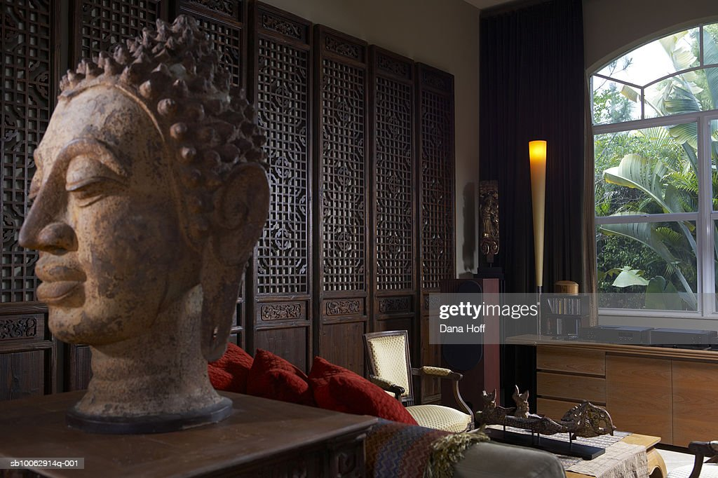 Contemporary Home Interior | Statue In Contemporary Home Interior Stock Foto Getty Images
