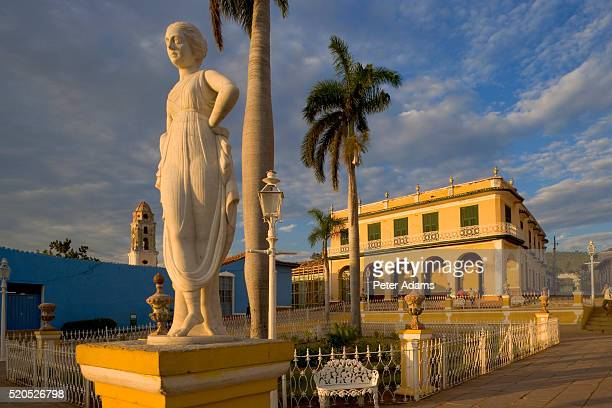 statue in plaza mayor - peter adams stock pictures, royalty-free photos & images