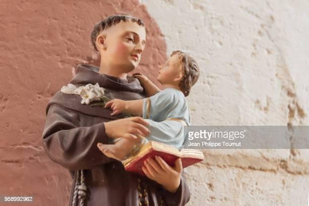 statue in st. martin church of esnandes (prieuré saint-martin), near la rochelle, france - religious saint stock pictures, royalty-free photos & images