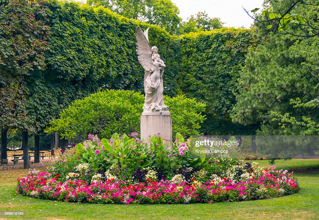 Statue in the luxembourg gardens paris france stock photo for Le jardin du yoga