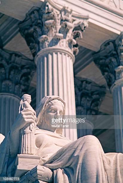statue of a court building - 新古典派 ストックフォトと画像