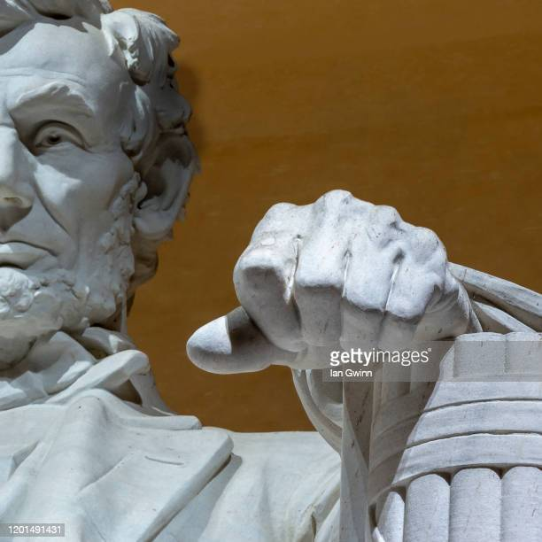 statue of abraham lincoln at lincoln memorial (color image) - ian gwinn stockfoto's en -beelden