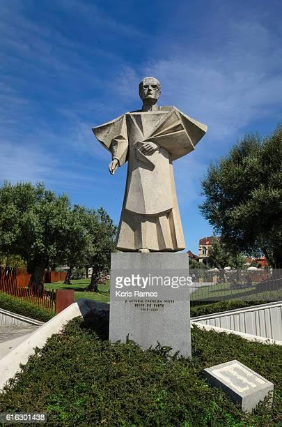 statue of antonio ferreira gomes, in porto, portugal - arte stock pictures, royalty-free photos & images