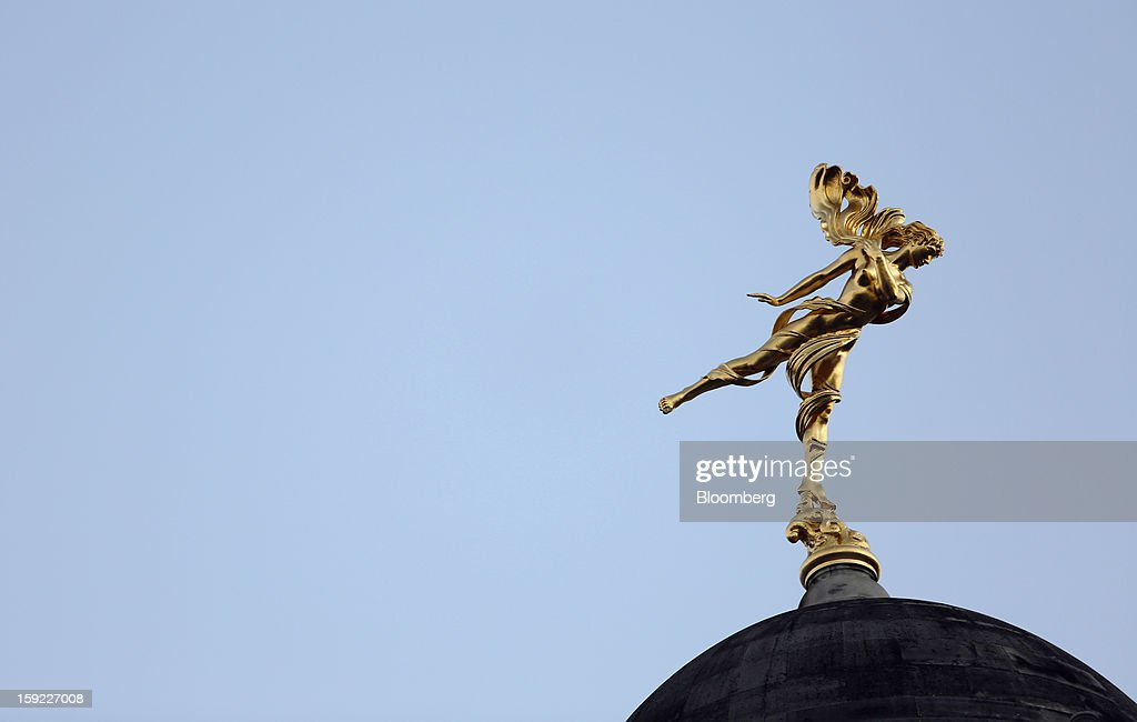 A statue of 'Ariel' stands on top of the Bank of England (BOE) in London, U.K., on Wednesday, Jan. 9, 2013. Bank of England policy makers will probably refrain from adding further stimulus to the U.K. economy today as their new credit-boosting program shows early signs of success. Photographer: Chris Ratcliffe/Bloomberg via Getty Images
