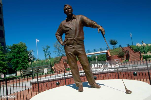Statue of Arnold Palmer by Zenos Frudakis