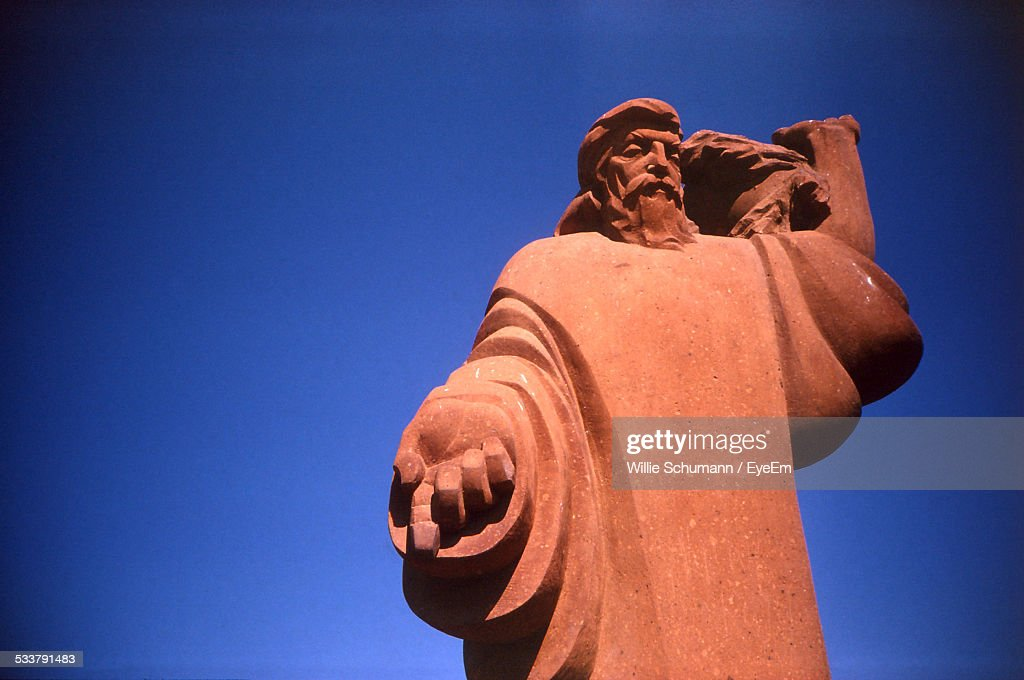 Statue Of Bearded Man With Arm Extended : Foto stock