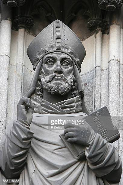 statue of bishop at cologne cathedral - mitre stock pictures, royalty-free photos & images