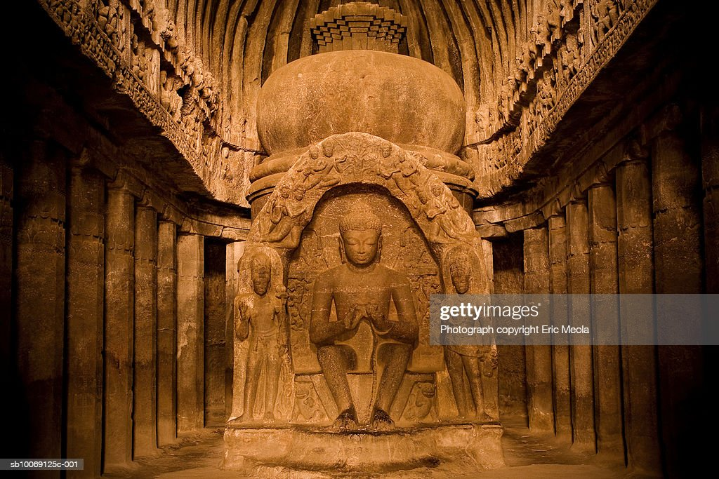 Statue of Buddha in cave : Stockfoto