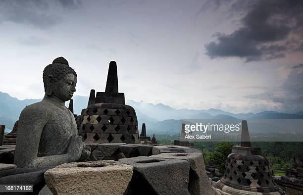 a statue of buddha on the borobudur temple in central java. - alex saberi fotografías e imágenes de stock