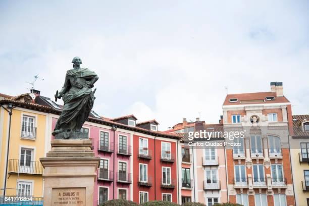 statue of carlos iii in the main square of burgos, spain - estátua imagens e fotografias de stock