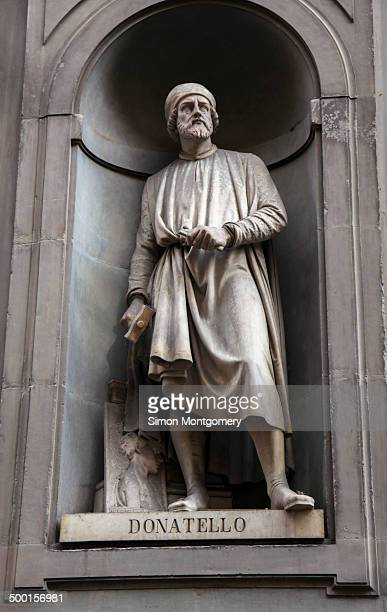Statue of Doatello in the Vasari, outside the Uffizi, Florence, Italy
