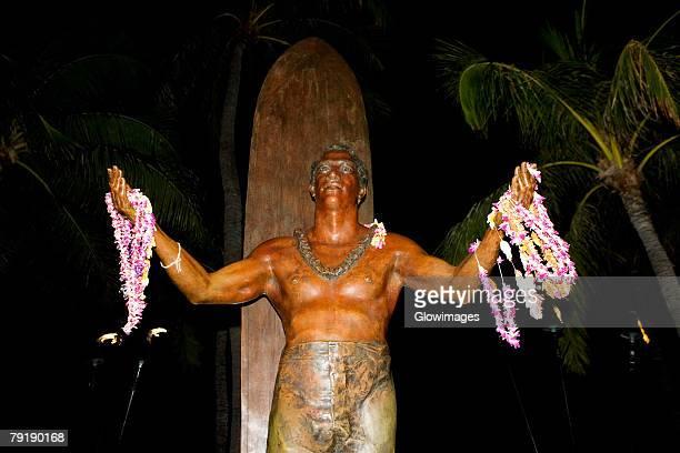 Statue of Duke Kahanamoku on the beach, Waikiki Beach, Honolulu, Oahu, Hawaii Islands, USA