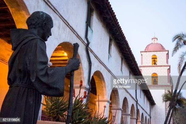 statue of father serra stands outside mission santa barbara in santa barbara, california, usa - mission santa barbara stock pictures, royalty-free photos & images