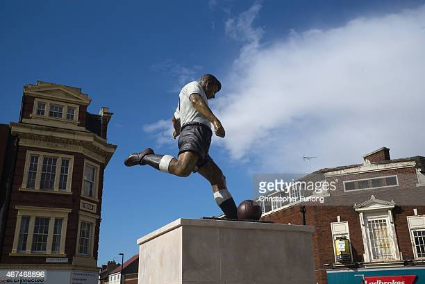 Statue of footballer and local hero Duncan Edwards stands in the Black Country constituency of Dudley North on March 24, 2015 in Dudley, England. The...