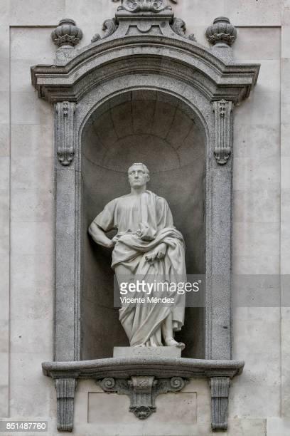 statue of gayo, supreme court of spain - vicente méndez fotografías e imágenes de stock