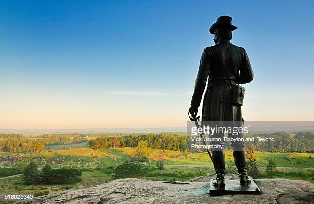 statue of general warren watching over the valley at gettysburg, pennsylvania - battle of little big horn stock photos and pictures