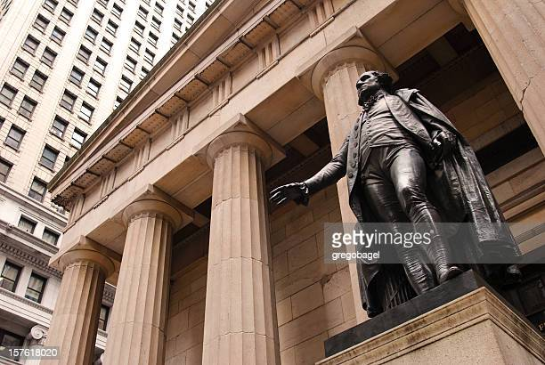 statue of george washington outside federal hall in new york - wall street stock pictures, royalty-free photos & images