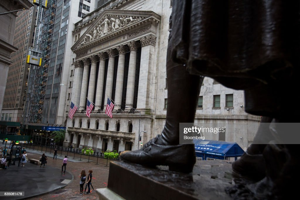 A statue of George Washington stands across from the New York Stock Exchange (NYSE) in New York, U.S., on Friday, Aug. 18, 2017. Stocks were mixed and the S&P 500 Index turned higher as investors digested the political upheaval in the U.S. and the latest terrorist attack in Europe. Photographer: Michael Nagle/Bloomberg via Getty Images